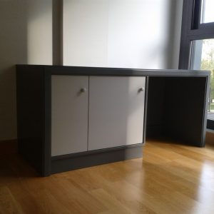 Mesa de despacho lacada en gris